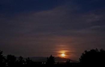 Strawberry Moon rise (June 24, 2021). Photo courtesy of Jackie Rodriguez of Ferndale.